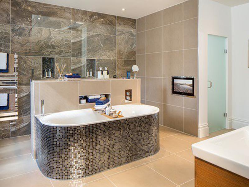 Stylish Bathroom With Deep Tub ...